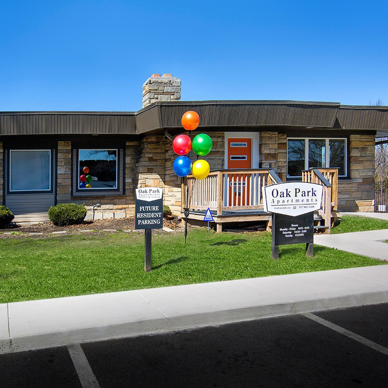 Welcome Center with Balloons and Oak Park Sign